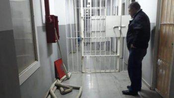 presos se amotinaron y retuvieron al jefe de la alcaidia de pico truncado