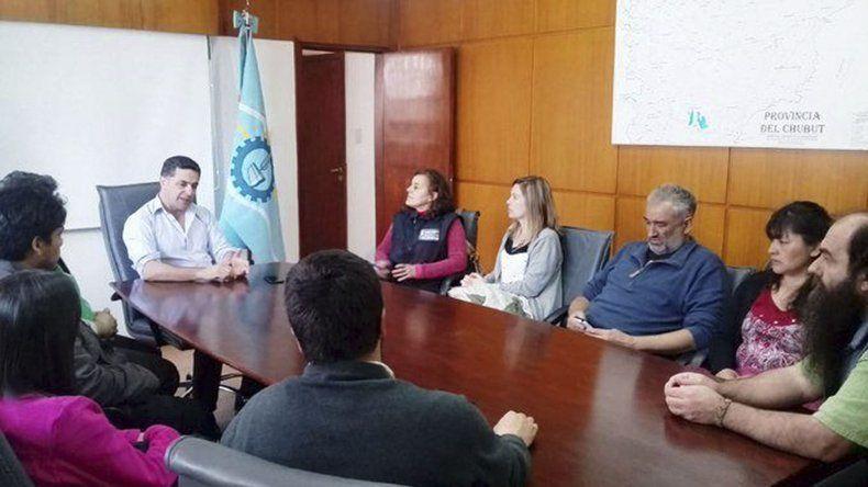 El ministro Alonso dijo que le pidió al secretario Etchevehere que revea los despidos que dispuso porque afectan la subsistencia de numerosos agricultores.