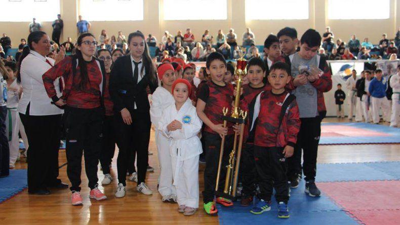 La Copa Ciudad de los Vientos se realizó en el gimnasio municipal con la presencia de 350 competidores y el acompañamiento del público.