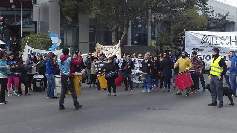 La movilización de ATECh por las calles del Centro de Comodoro Rivadavia.