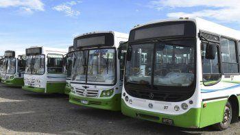 La flota de colectivos urbanos de Maxia SRL se encuentra paralizada desde el miércoles en su base del Parque Industrial.
