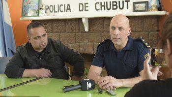 El comisario Juan Ale y el suboficial Cristhian Montesino lanzaron el proyecto de reentrenamiento policial que comenzará el lunes.