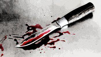 matan de una punalada a  un joven mientras dormia