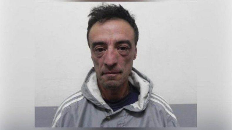 El loco del martillo que se fugó de Comodoro atacó  a un jubilado