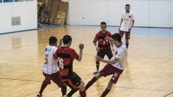 El fútbol de salón oficial tuvo actividad solamente el domingo en el gimnasio municipal 1.