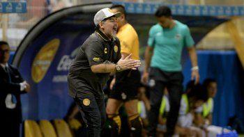 dorados goleo en el debut de maradona