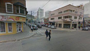 balearon a un hombre en calle 9 de julio, pleno centro de comodoro