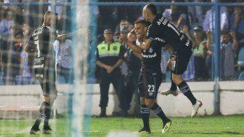 Gremio ganó en Tucumán y Atlético tendrá que golear en Brasil