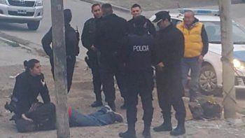 detuvieron un hombre que caminaba con un pistolon en el ceferino