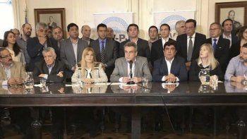La reunión de la Federación Argentina de Municipios con la presencia del intendente comodorense Carlos Linares.