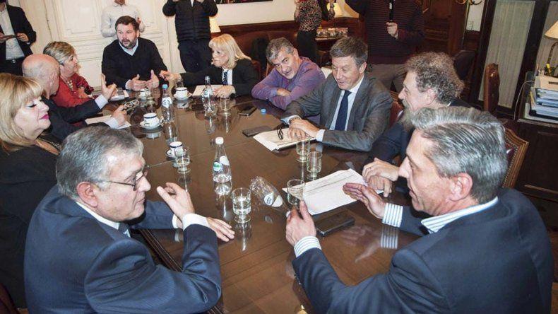 Arcioni buscó consenso con todos los legisladores nacionales que representan a Chubut