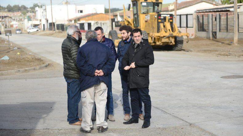 La recorrida de autoridades municipales por el sector donde se realizan las obras.