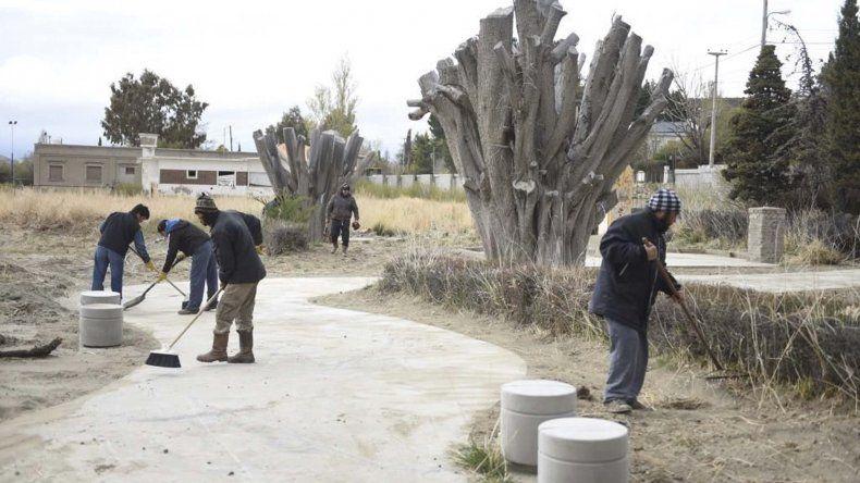 Las tareas que desarrolla personal municipal en el barrio Astra.