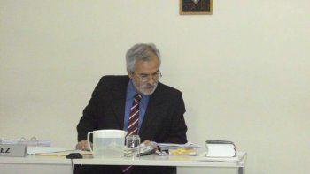 El juez Alejandro Rosales al informar el fallo condenatorio.