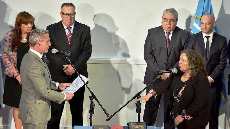 El gobernador puso en funciones a los ministros de la Familia y de Ambiente