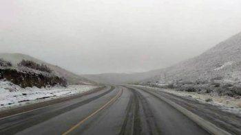 rutas nevadas en los alrededores de comodoro