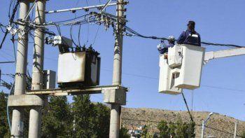 vecinos preocupados por permanente baja de energia en km 5