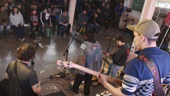 Las bandas locales de diferentes géneros musicales se sumaron a la lucha contra el recorte del presupuesto a las universidades públicas y de manera particular a la UNPA.