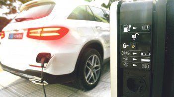 mercedes-benz trajo al pais a la division eq: apuesta a vehiculos ecologicos