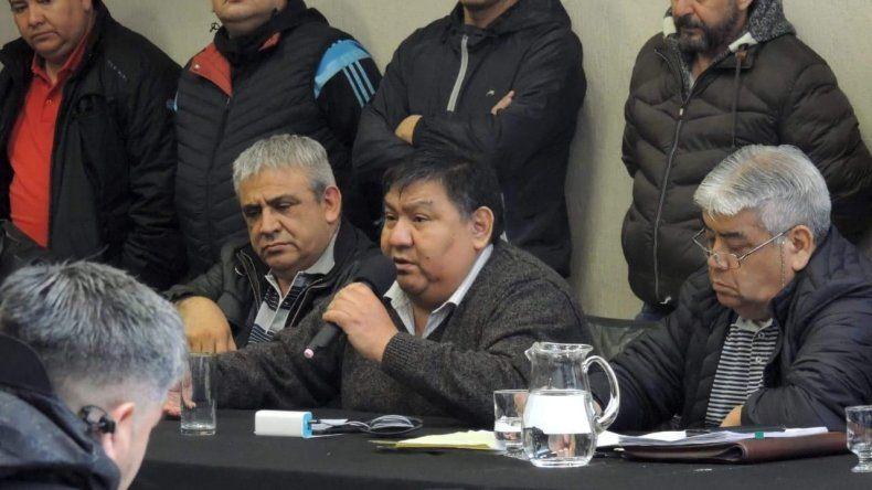 Jorge Avila al presidir ayer por la mañana la asamblea del Sindicato de Petroleros Privados Chubut.