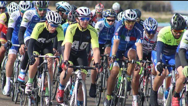 Más de 60 ciclistas de la región y Chile se dieron cita en la pista del autódromo General San Martín.