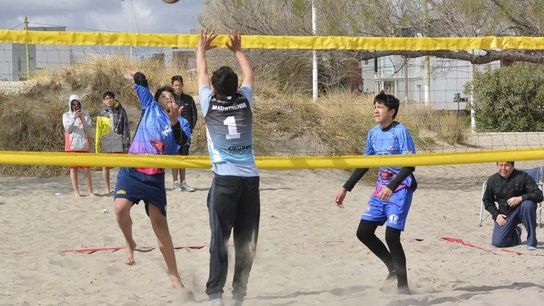 El beach vóley se desarrolló en Puerto Madryn. Comodoro Rivadavia salió campeón en Sub 14 Masculino y Puerto Madryn en Femenino.