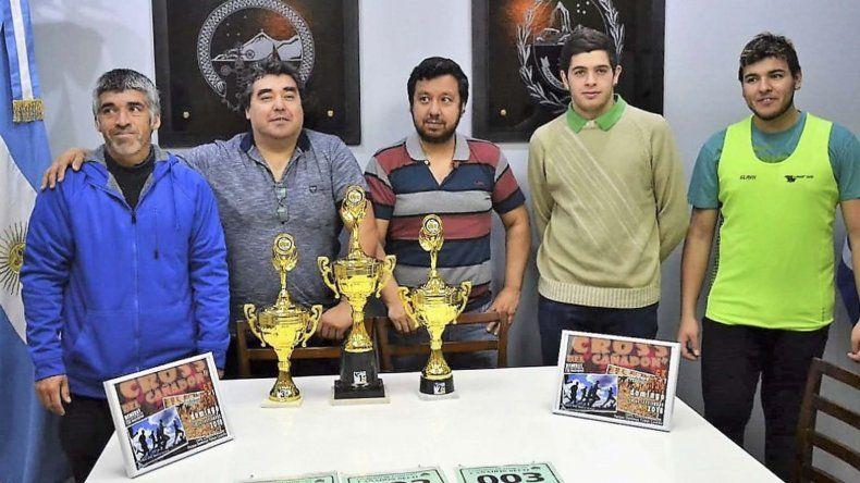 Los integrantes de la comisión organizadora del Cross del Cañadón anunciaron que habrá importantes premios para todos los competidores.