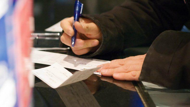 Un docente y su pareja devolverán al Estado provincial 15.500 pesos