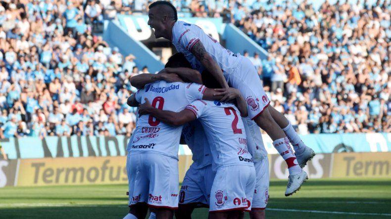 Huracán logró la cuarta victoria consecutiva