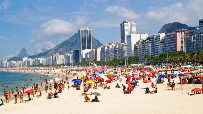 Los argentinos representan el 40% del total de turistas que viajan a Brasil