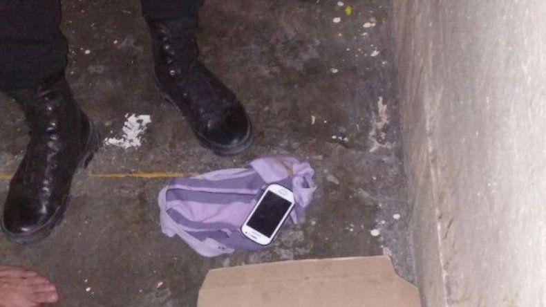 Descubrieron a un preso que escondía un celular en su calzoncillo