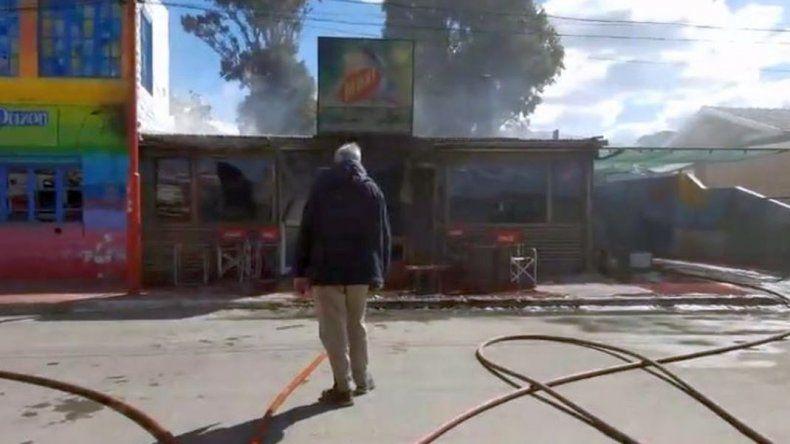 Se incendió una casa de comidas rápidas en la costa de Rada Tilly