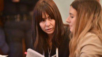 Daniela Souza seguirá con tobillera en su casa. Los fiscales Williams y Rodríguez pretendían que volviera a la comisaría Primera de Trelew.