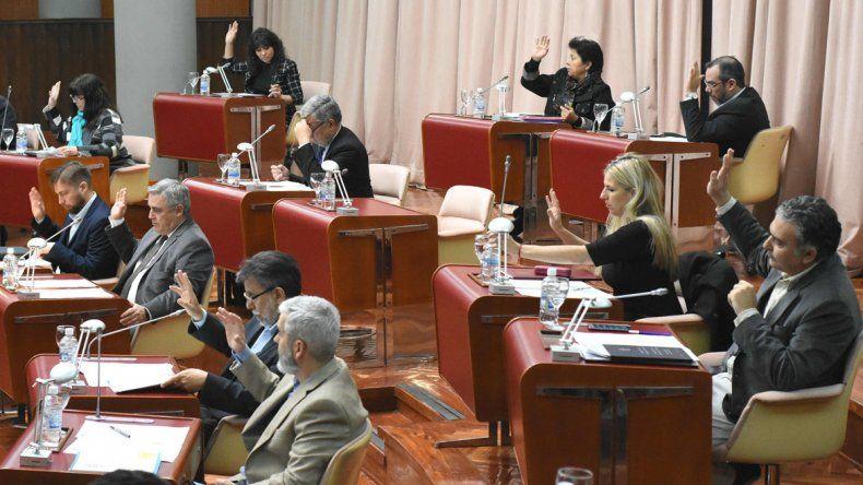 Los diputados aprobaron subirse sus sueldos y los de los empleados legislativos.
