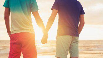 Luenzo respalda promoción de Lago Puelo como destino Gay Friendly