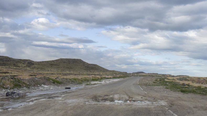 El camino costero se halla inutilizado desde hace más de un año y medio.