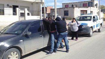 La policía detuvo en Comodoro a dos personas con pedidos de captura