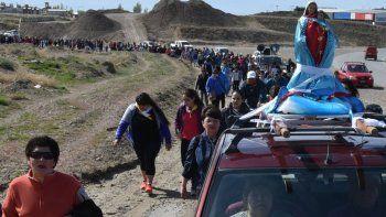 La procesión se inició en el barrio Nuevos Pobladores de Caleta Oliva y finalizó en el santuario de Cañadón Seco.