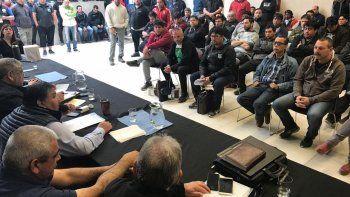 En plenario los petroleros convencionales decidieron que esperarán a que se apruebe el Presupuesto Nacional para adoptar medidas de fuerza si se ven afectados.