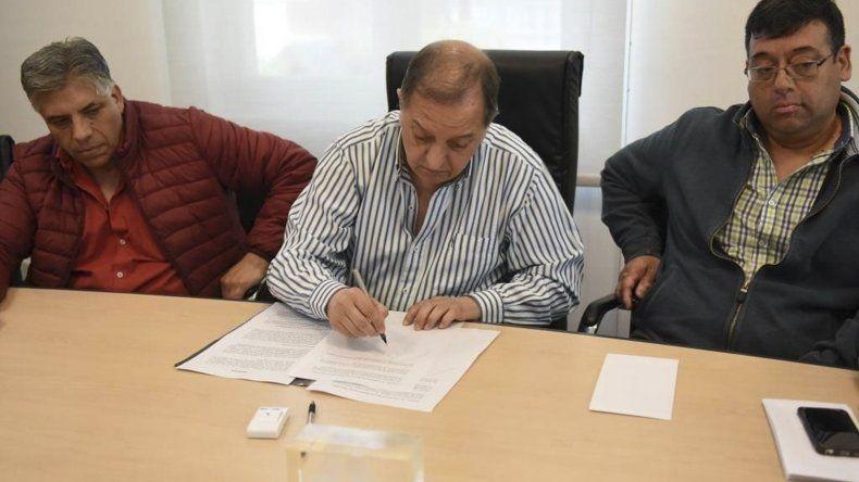 El de ayer fue el segundo acuerdo que se realiza este año con los sindicatos municipales para actualizar salarios.