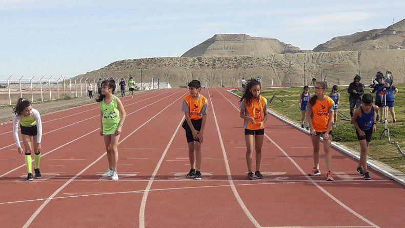 En instalaciones de la pista de solado sintético se desarrolló un nuevo torneo de atletismo.