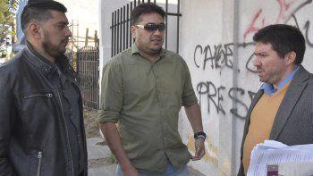 Los hermanos Dante y Ariel Peredo, que fueron heridos de bala durante un incidente callejero, se presentaron ayer ante la justicia en calidad de querellantes, acompañados por el abogado Alberto Luciani.