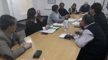 La reunión que se desarrolló ayer entre concejales y funcionarios municipales.