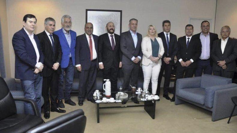 La reunión de gobernadores se hizo en la Casa de Tucumán en Buenos Aires.