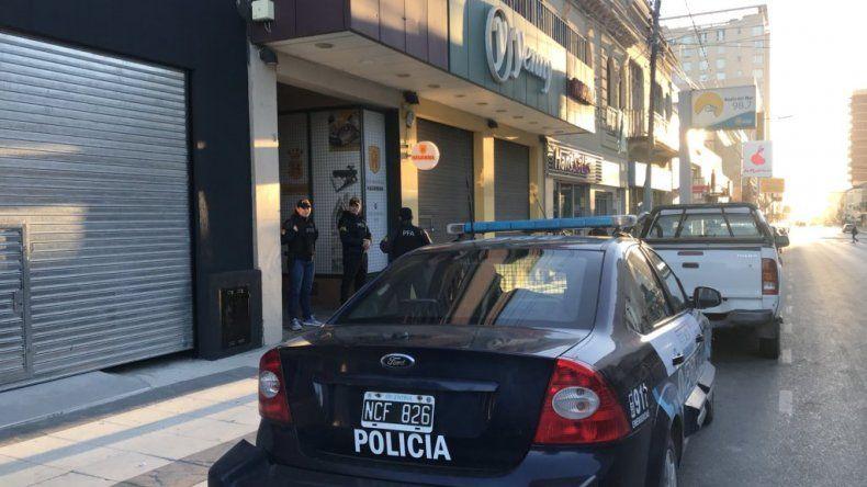 Allanan viviendas de policías y patovicas por el homicidio de Brian Gómez