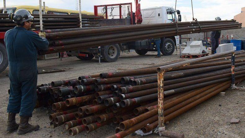 El material petrolero de rezago donado por Pan American fue depositado en el predio de la Secretaría de Obras Públicas.