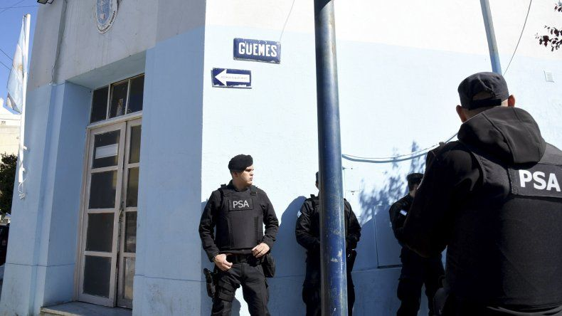 La Policía de Seguridad Aeroportuaria allanó la Seccional Primera de Policía y revisó los cofres del turno policial.