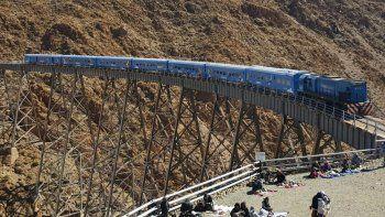 turistas podran casarse  en el tren de las nubes