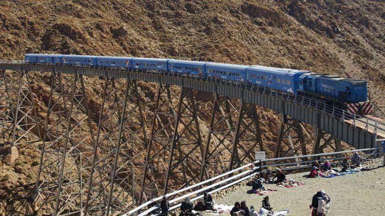 Turistas podrán casarse  en el Tren de las Nubes