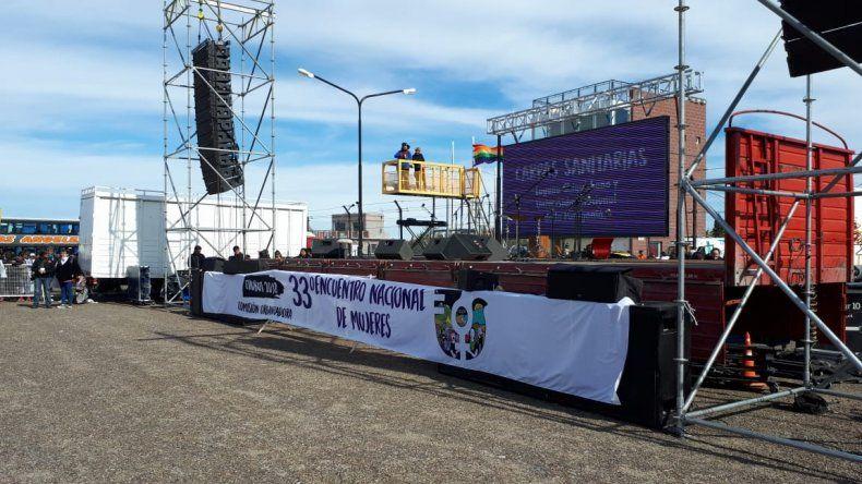 Centenares de comodorenses participan del Encuentro de Mujeres en Trelew